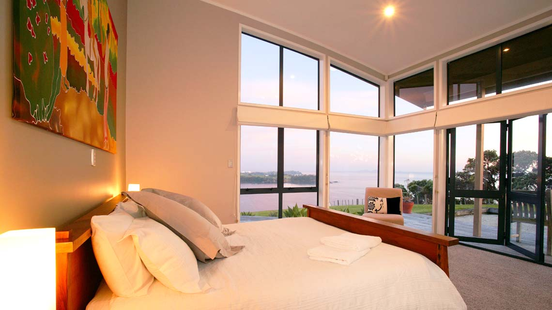 cliffhouse-bedroom-evening-1140x640