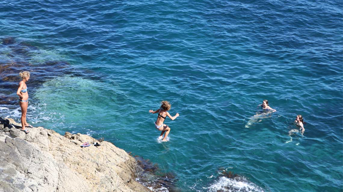 coastal-swimming-1140x640