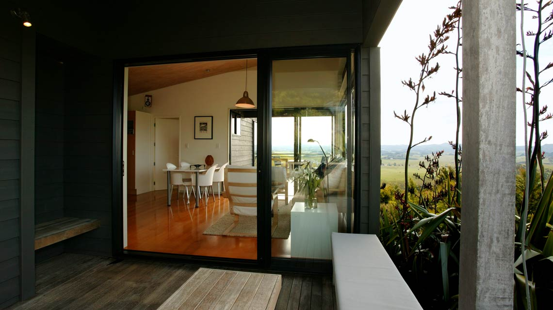 guesthouse-deck-to-lounge-1140x640