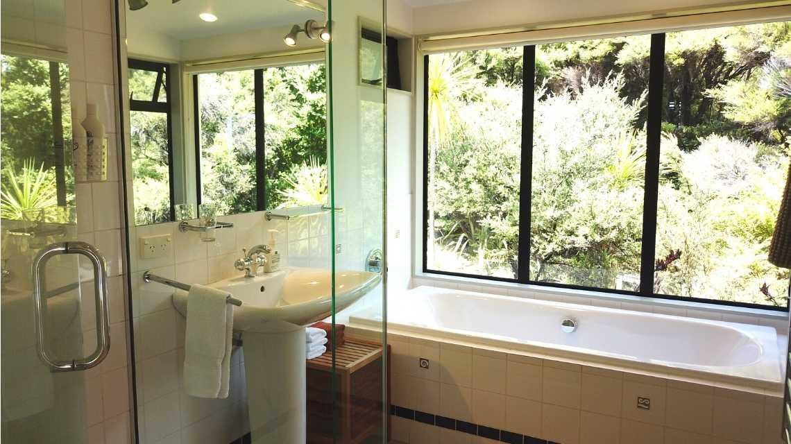 bathroom-holiday-home-northland