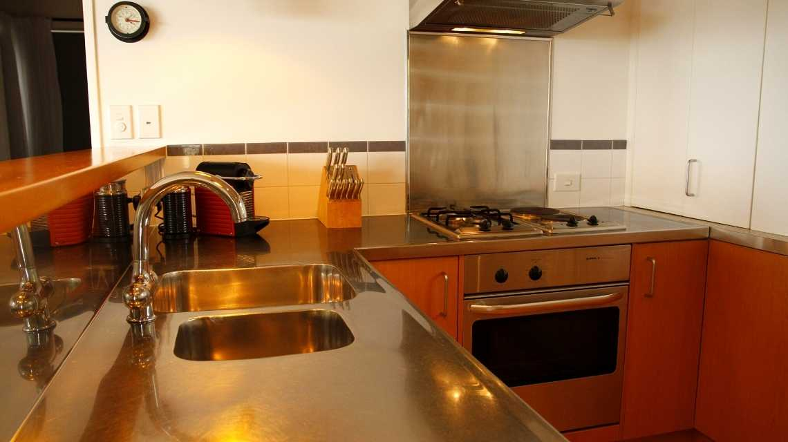 kitchen-in-holiday-home-whangarei
